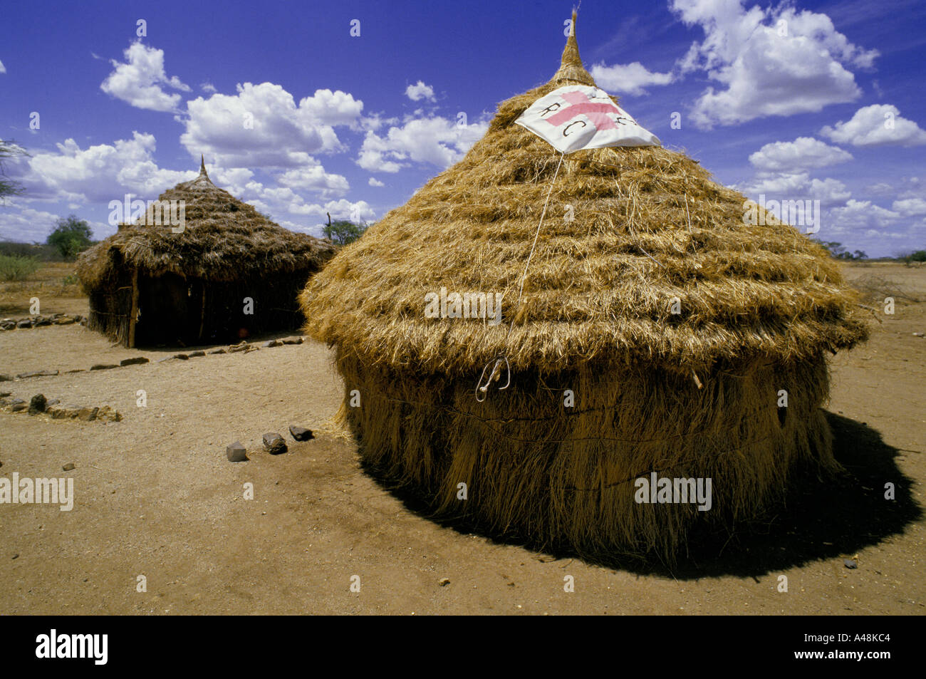 Grass huts at a Red Cross feeding station Naruse Southern Sudan 1986 - Stock Image