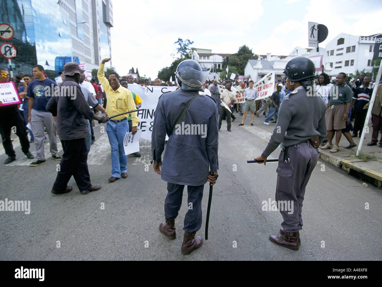 peace rally harare 1 4 00 protest against the governments collusion with farmstead squatters 2000 Stock Photo