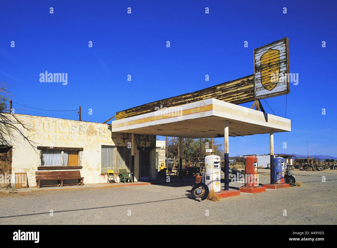 Abandoned Gas Station At Route 66 Usa California Stock Photo Alamy