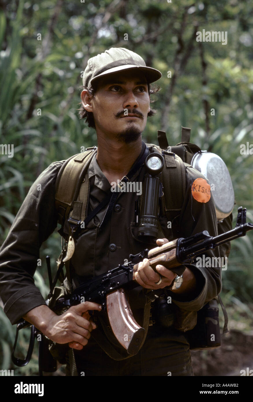Kisan anti-Sandinista rebel Miskito Indian Contras preparing a raid across the Honduran border into Nicaragua, July Stock Photo