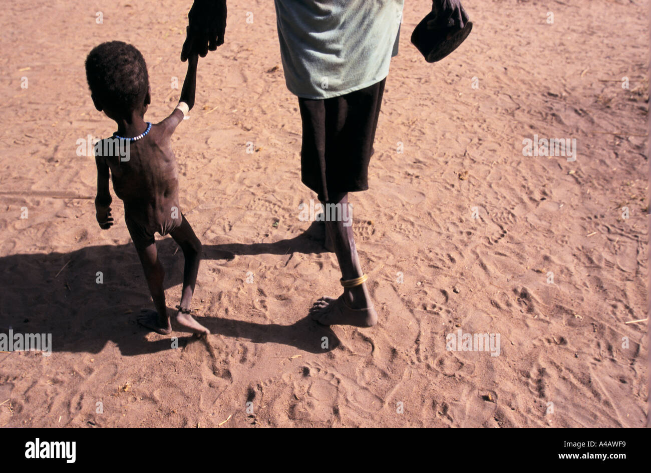 sudan food air drops southern sudan mother and malnourished child ageip 1998 - Stock Image