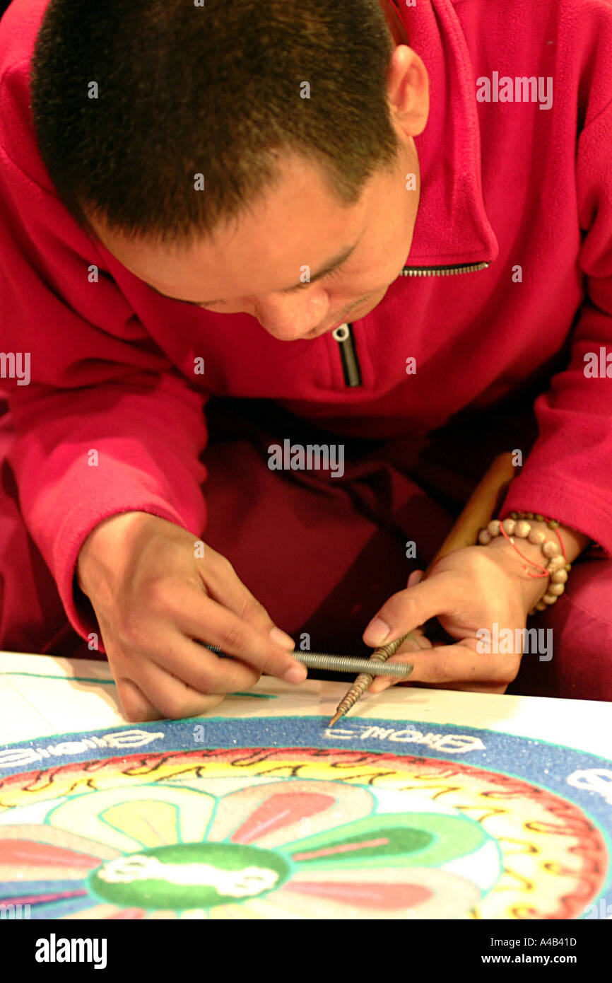 Tibetan monk working on a mandala - Stock Image