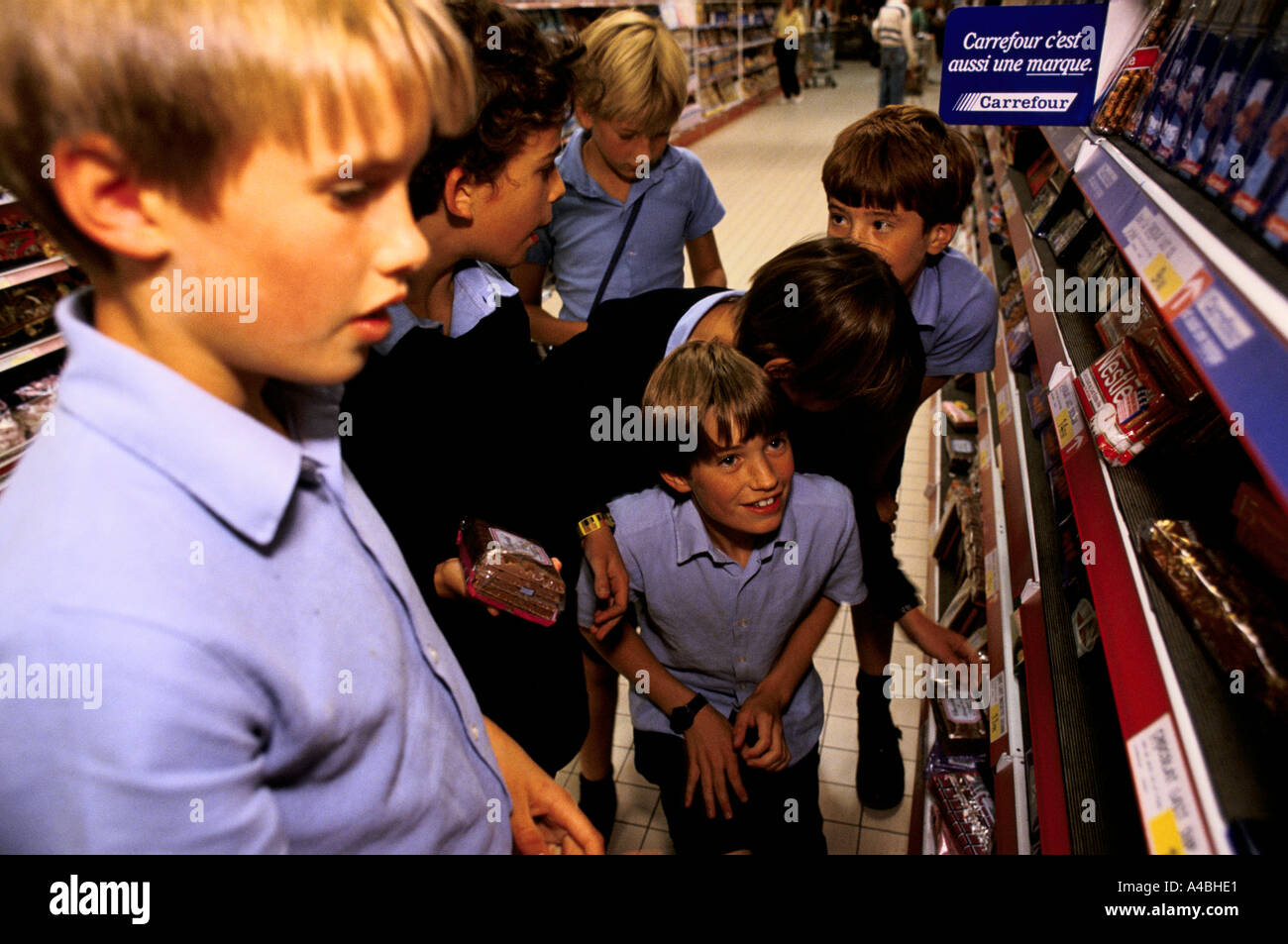 CHILDREN IN THE SUPERMARKET. The school has an annex at Saveterre Chateau near Toulouse, France Stock Photo