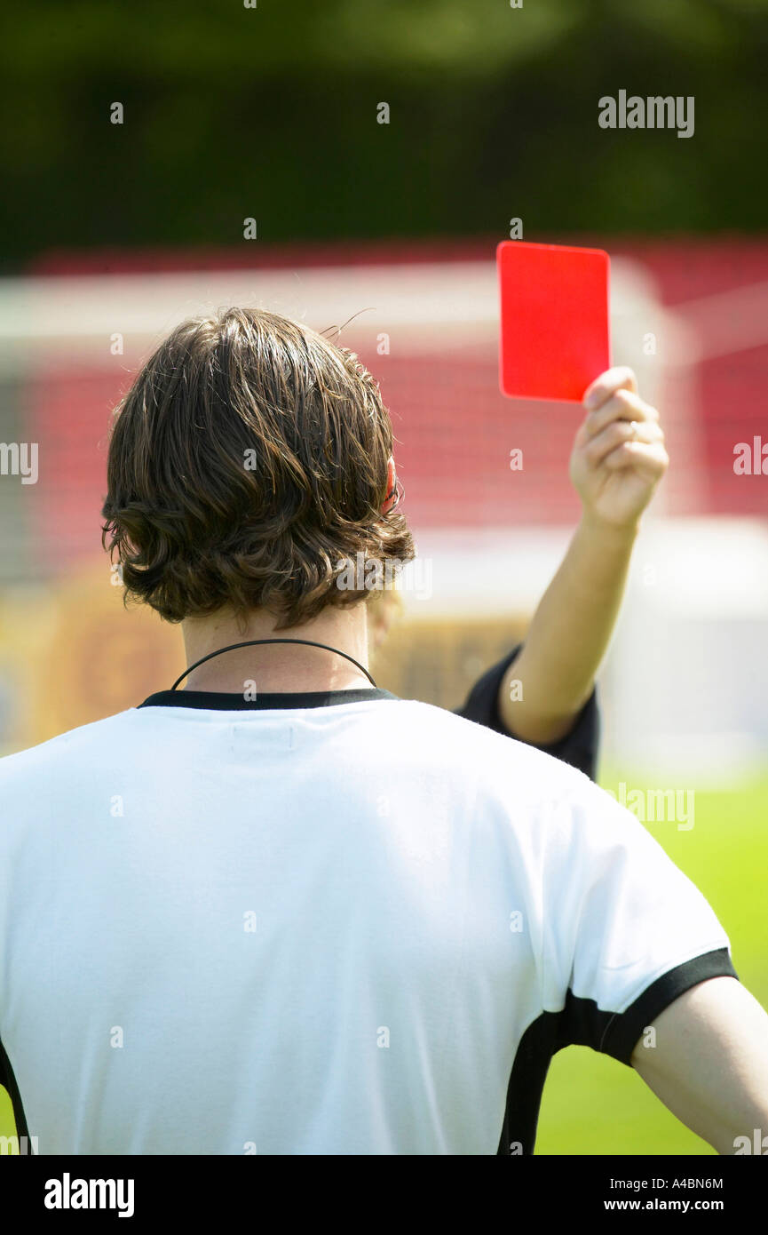 Fussball, Schiedsrichter zeigt die rote Karte, soccer referee showing the red card - Stock Image