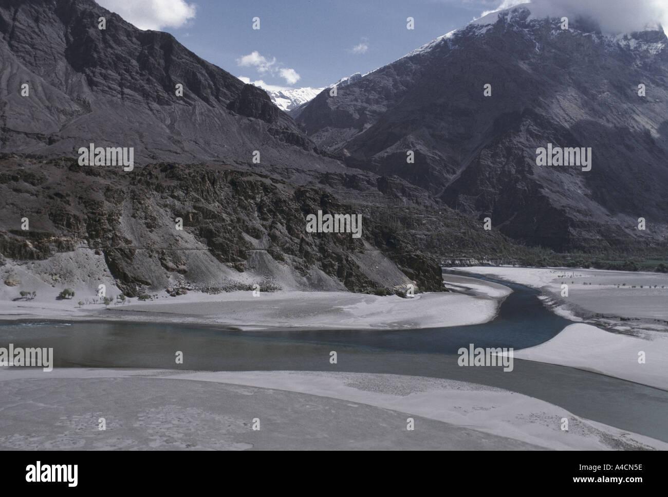 The Indus River winds along its valley floor near Skardu, upper Indus Valley, Pakistan, 1990 - Stock Image
