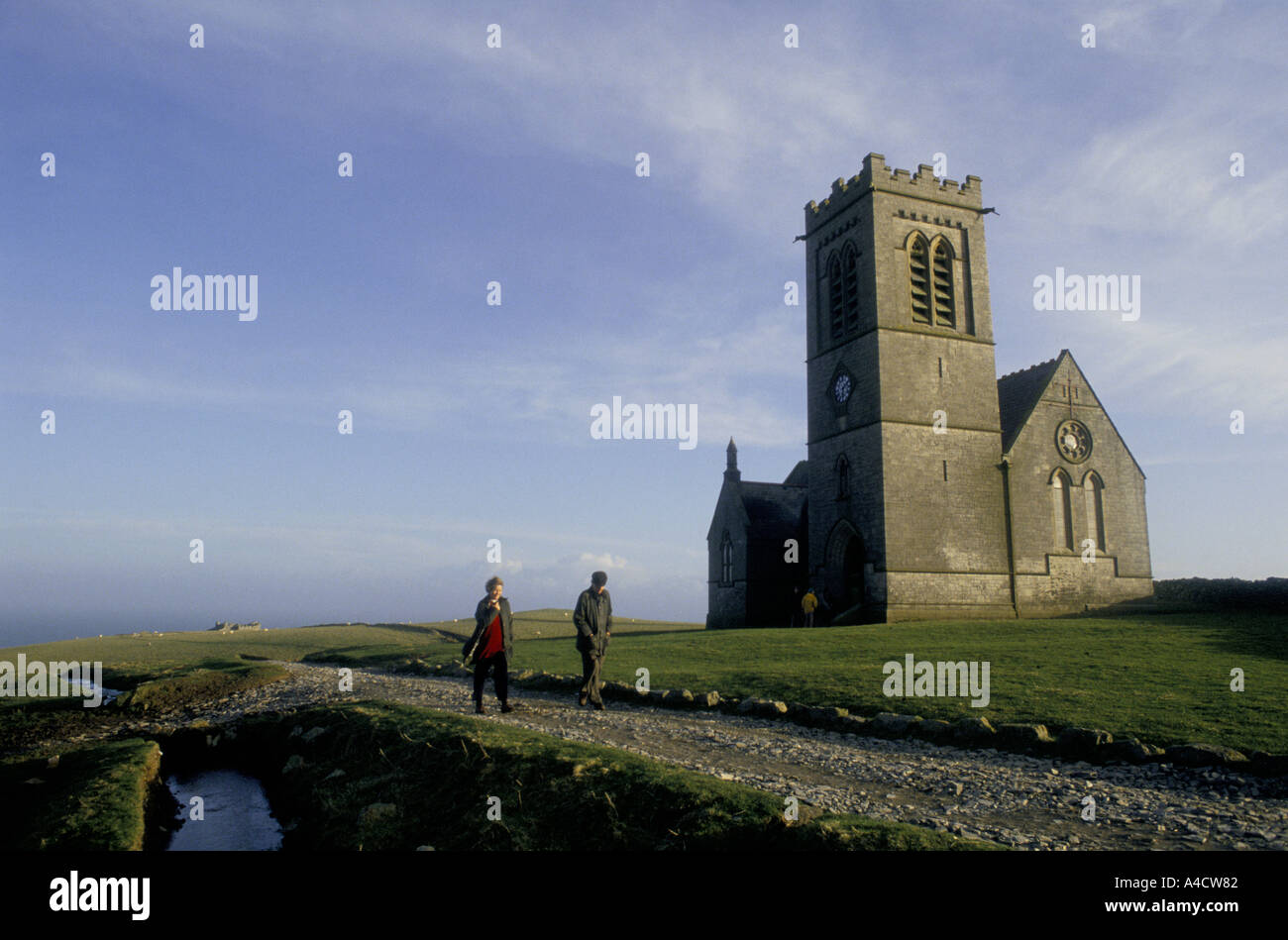 SMOKESTOP' LUNDY ISLAND 1994, SMOKESTOPPERS WALKING PAST LUNDY ISLAND'S ST. HELINA'S CHURCH. Stock Photo