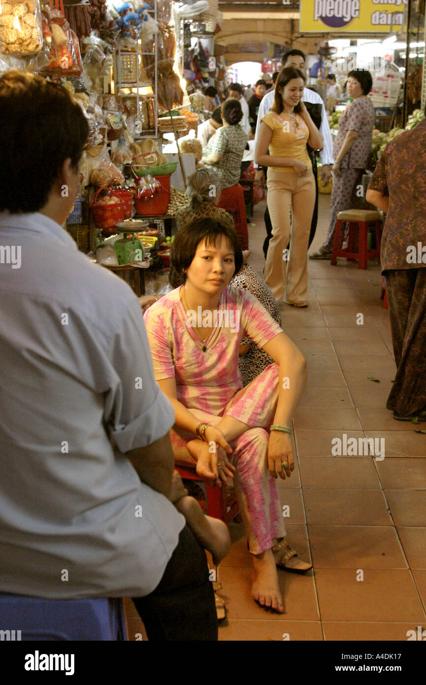 Buyers and sellers at Binh Tay Market, Saigon, Vietnam - Stock Image