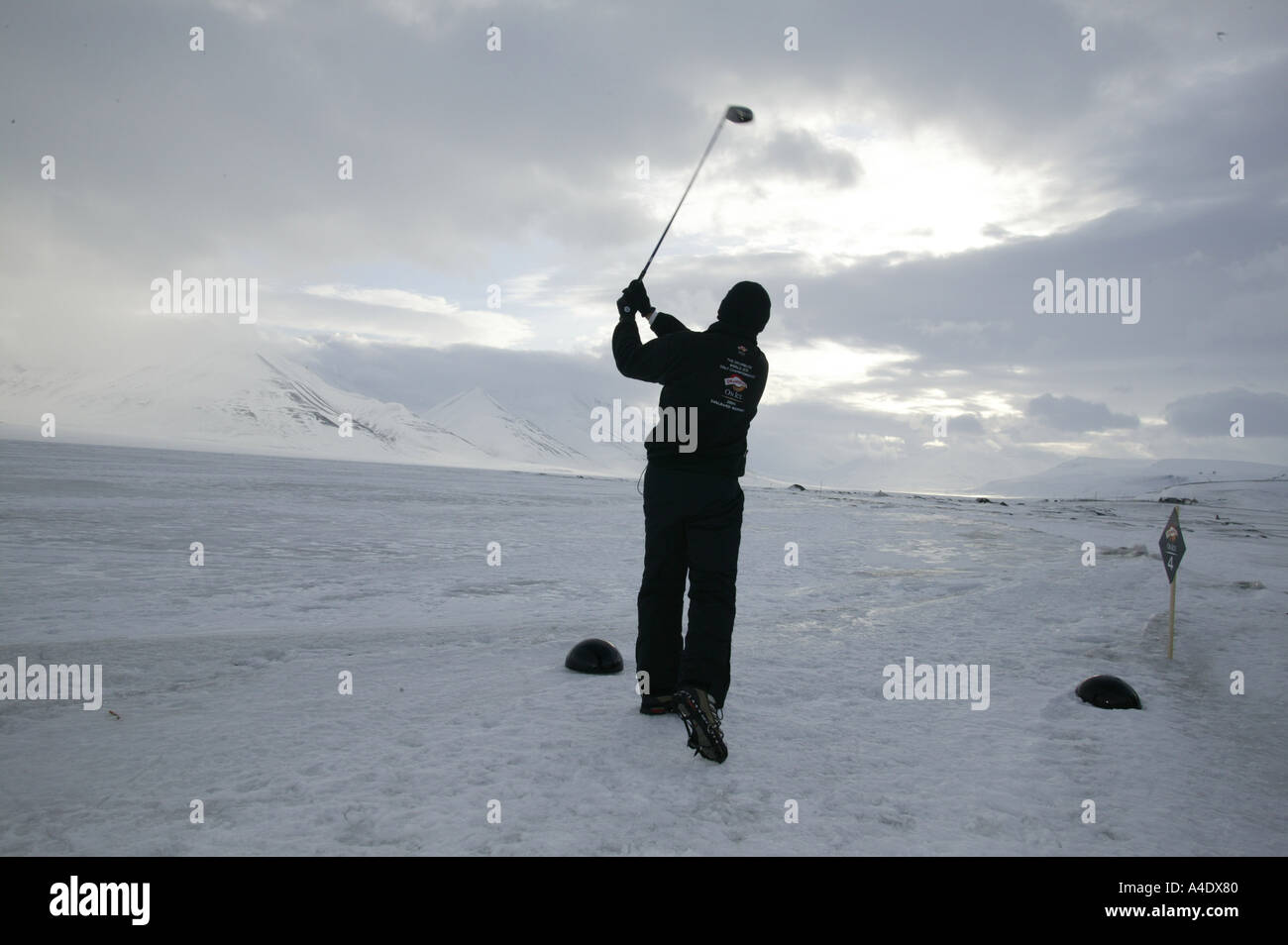 Steve Cowle competing in the 2004 Drambuie ice golf championship in Svalbard, Norway. - Stock Image