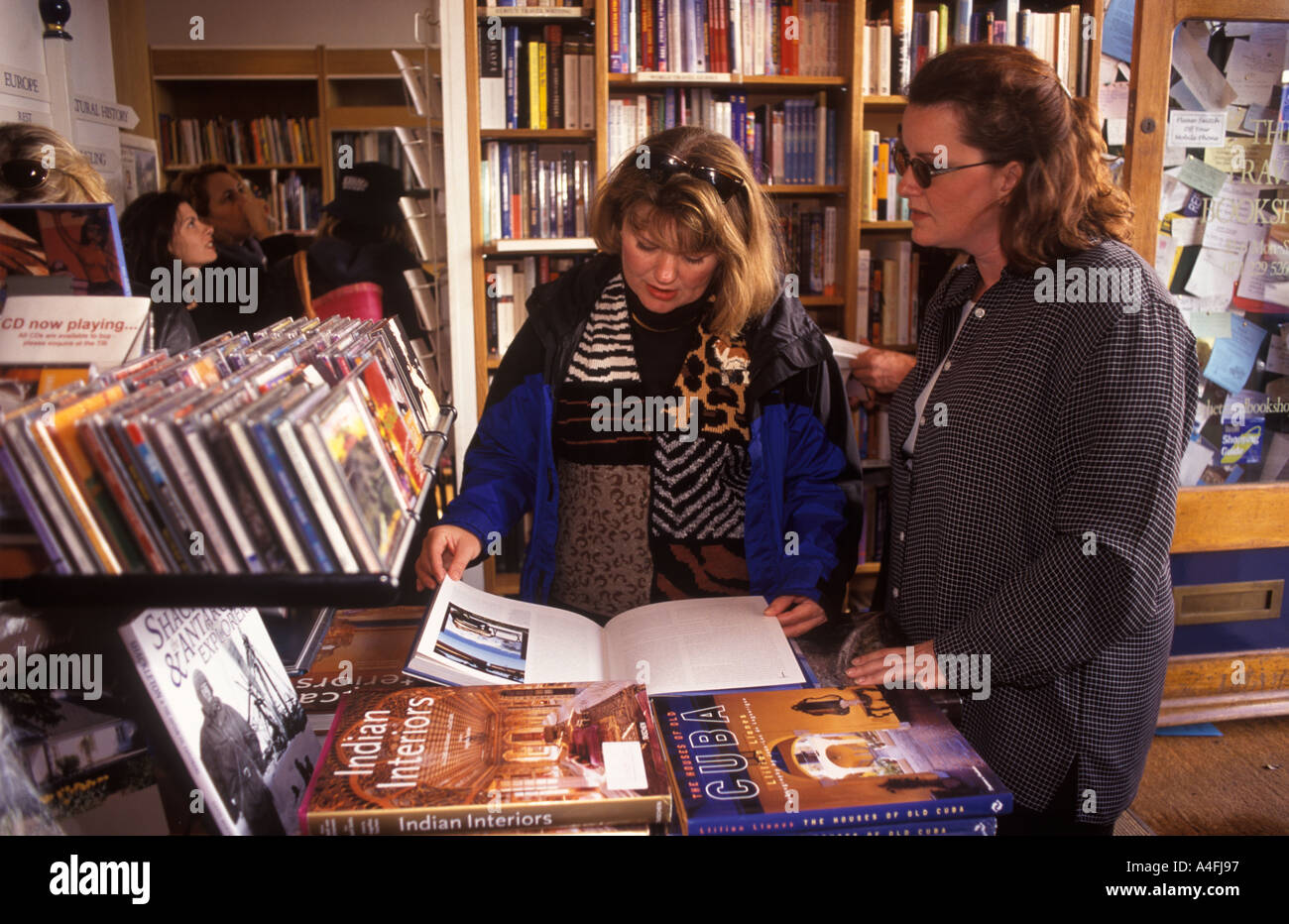 [Travel Book shop] Notting Hill Gate west London Made famous in HughGrant film.  PHOTO HOMER SYKES - Stock Image
