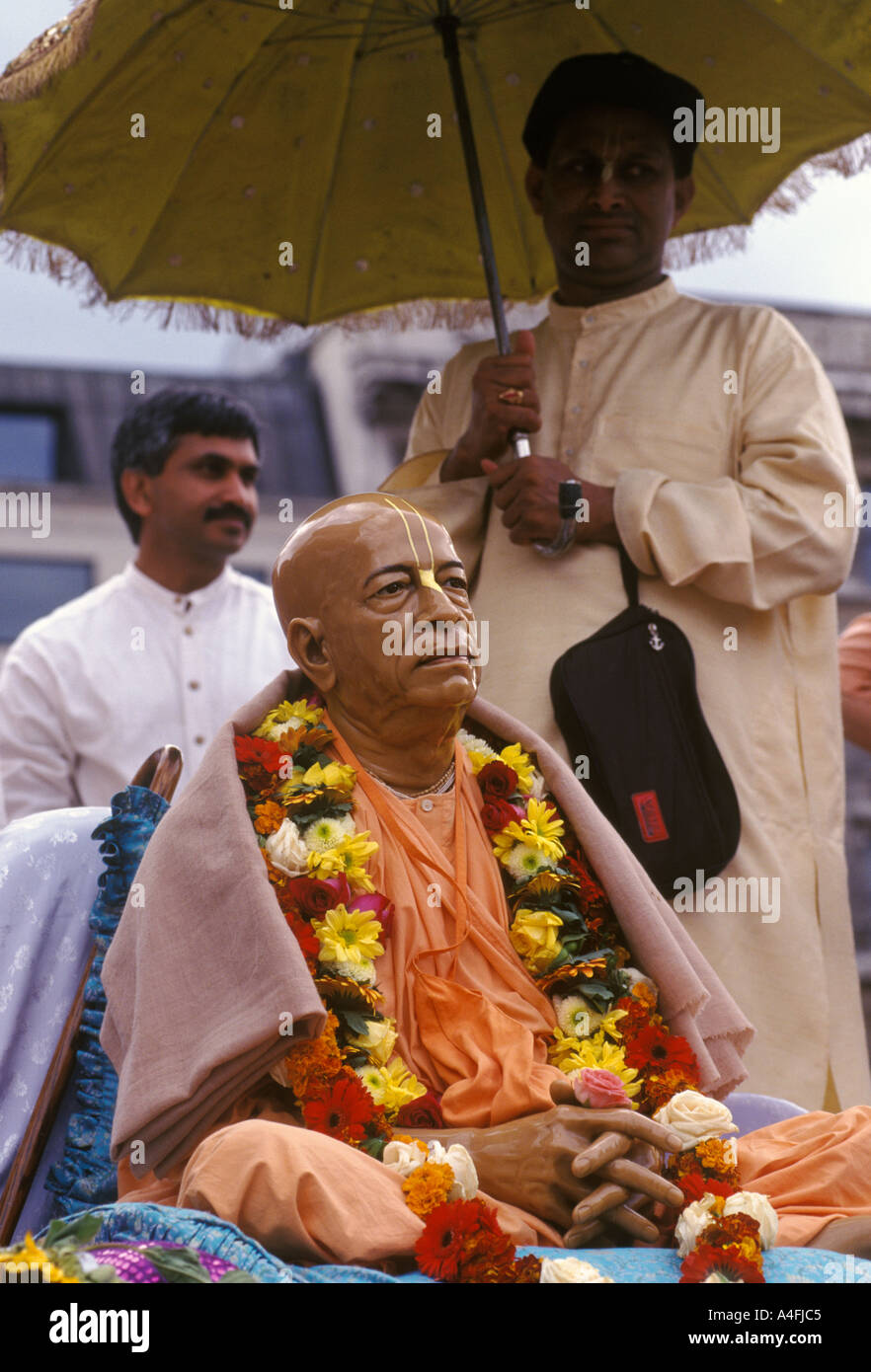 Hindu Festival London Hare Krishna RATHAYATRA  Krishna Devotees  Radha Krishna Devotees gather in Trafalgar Square - Stock Image