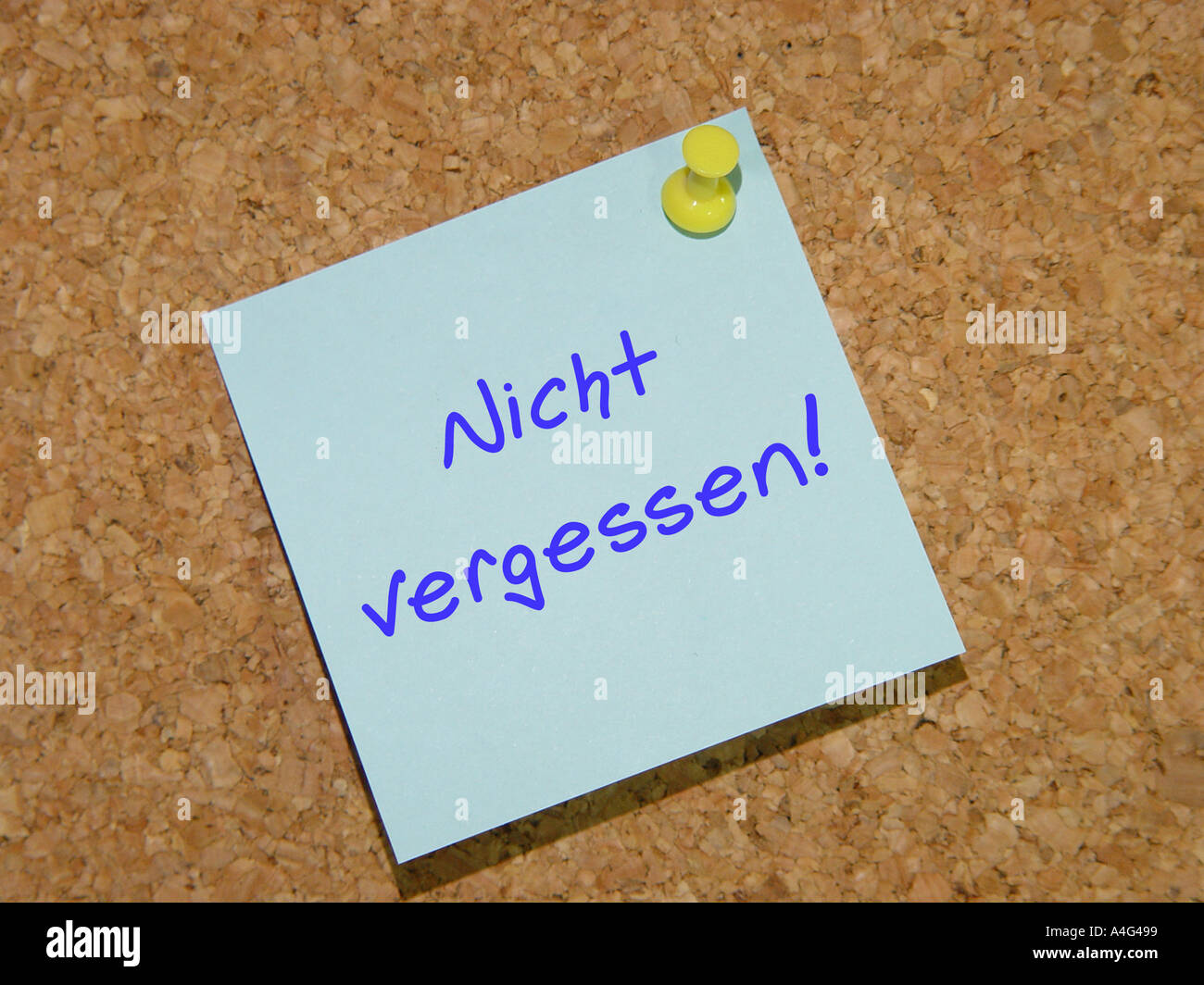 Stick on Notes with the text Nicht vergessen Stock Photo