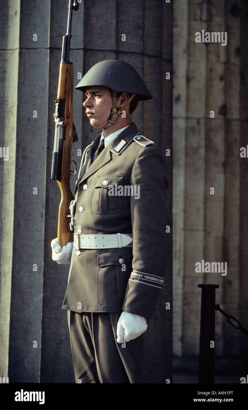 Soldier of the Watch Regiment of the National People's Army in front of the Zeughaus, East-Berlin, GDR - Stock Image