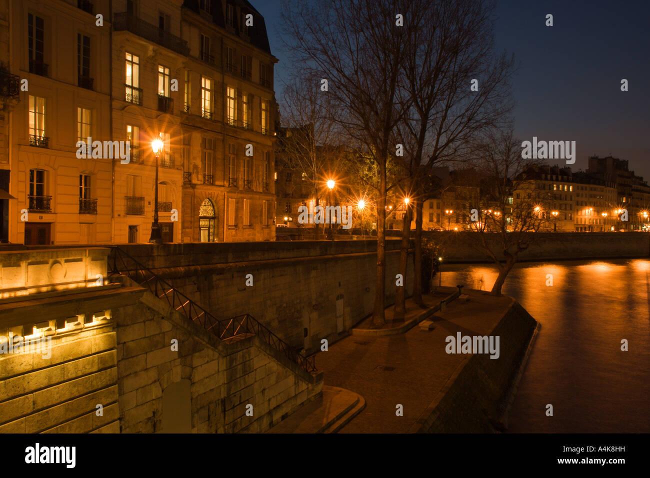 le quai de bourbon at dusk in saint louis island paris france