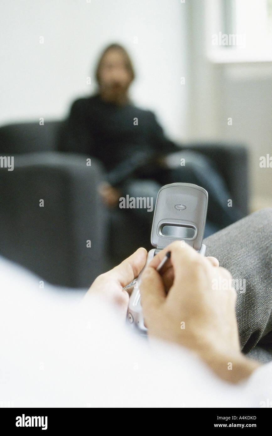 Man using electronic organizer - Stock Image