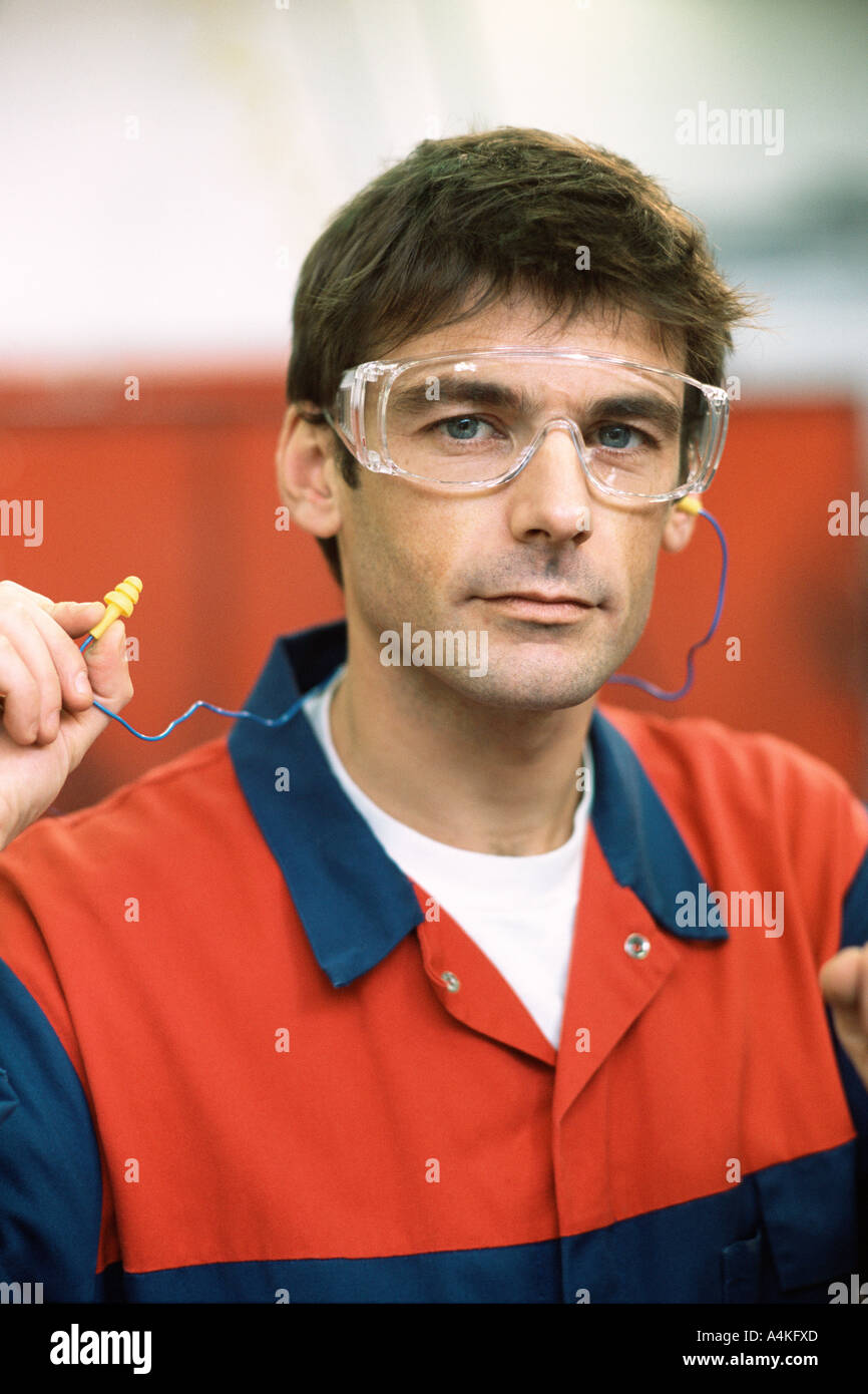 Manual worker wearing safety goggles - Stock Image