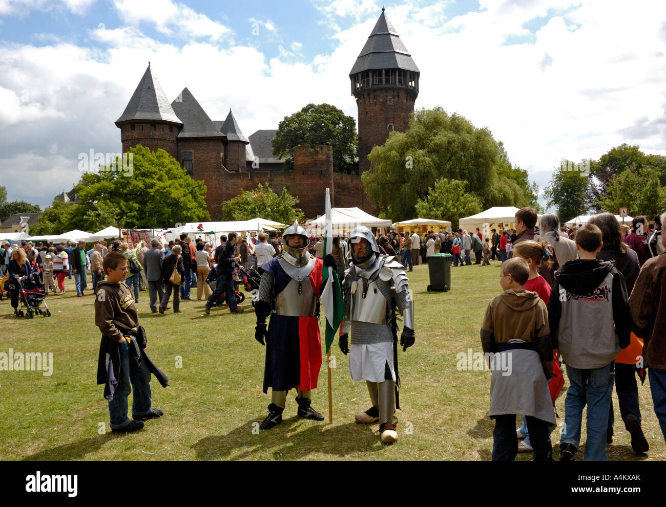 Krefeld, Germany. Flachsmarkt at Burg Linn, 2006. Knights in armour. - Stock Image