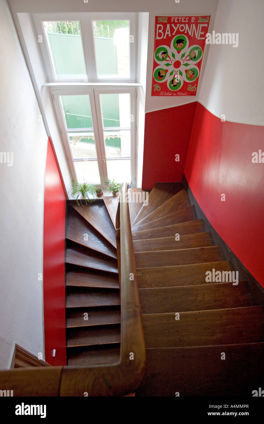 A Basque middle-class house stairwell (France). Cage d'escalier d'une maison bourgeoise Basque (France). - Stock Image
