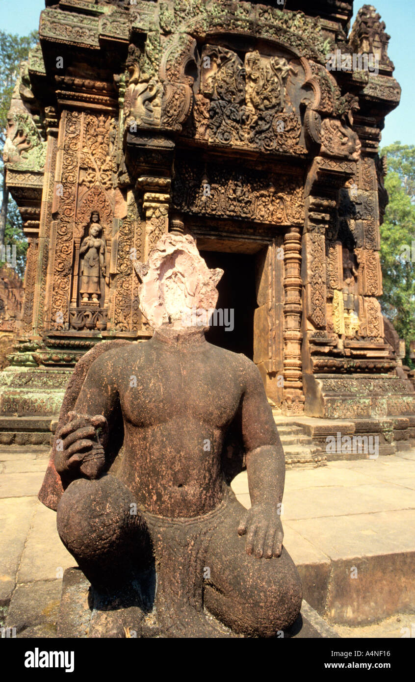 Missing head  from pink sandstone sculpture at Angkor complex  temple of Bantay Srei stolen to sell to  unscrupulous collectors - Stock Image