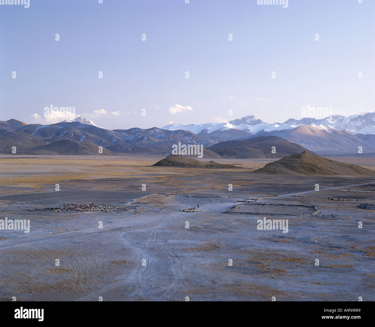 Mount Everest and Himalaya mountains U Tsang region Tibet China Asia - Stock Image