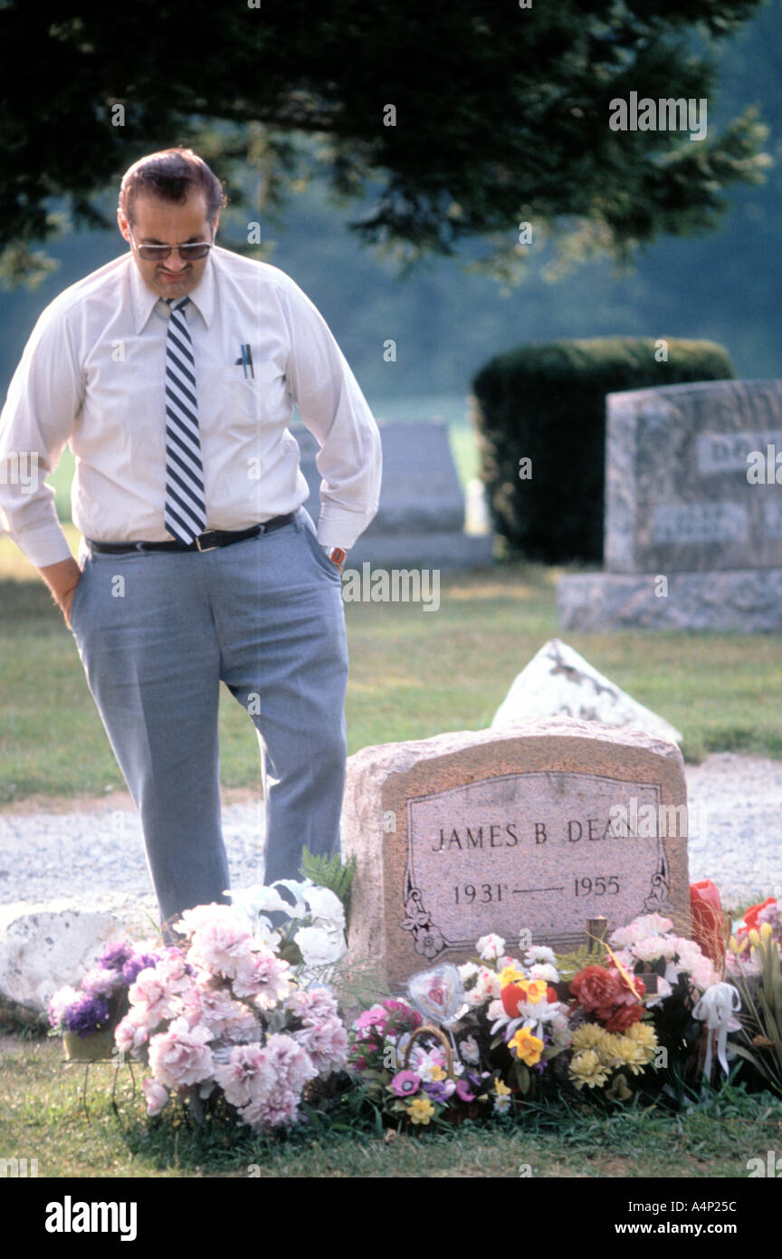 James Dean burial site Fairmount Indiana visitor Stock Photo