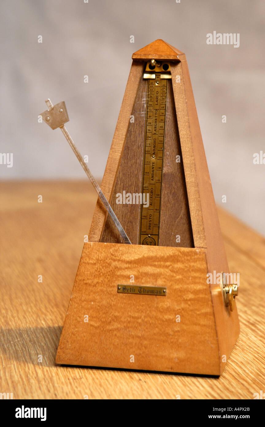 Seth Thomas wooden metronome stop motion freeze timing music time - Stock Image