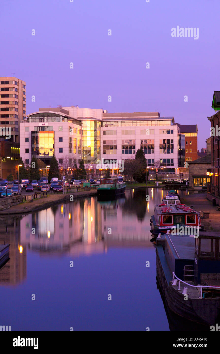 Leeds Liverpool Canal at Granary Wharf at dusk / sunset. Leeds West Yorkshire England UK Stock Photo