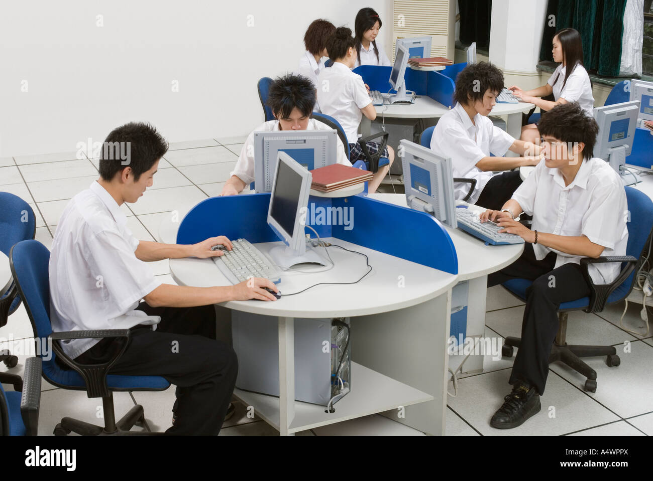 Students working in computer lab - Stock Image