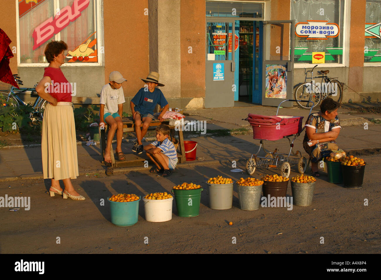 Women sells fruits at a street market in Zhashkiv, a small town in the southern Ukraine. - Stock Image