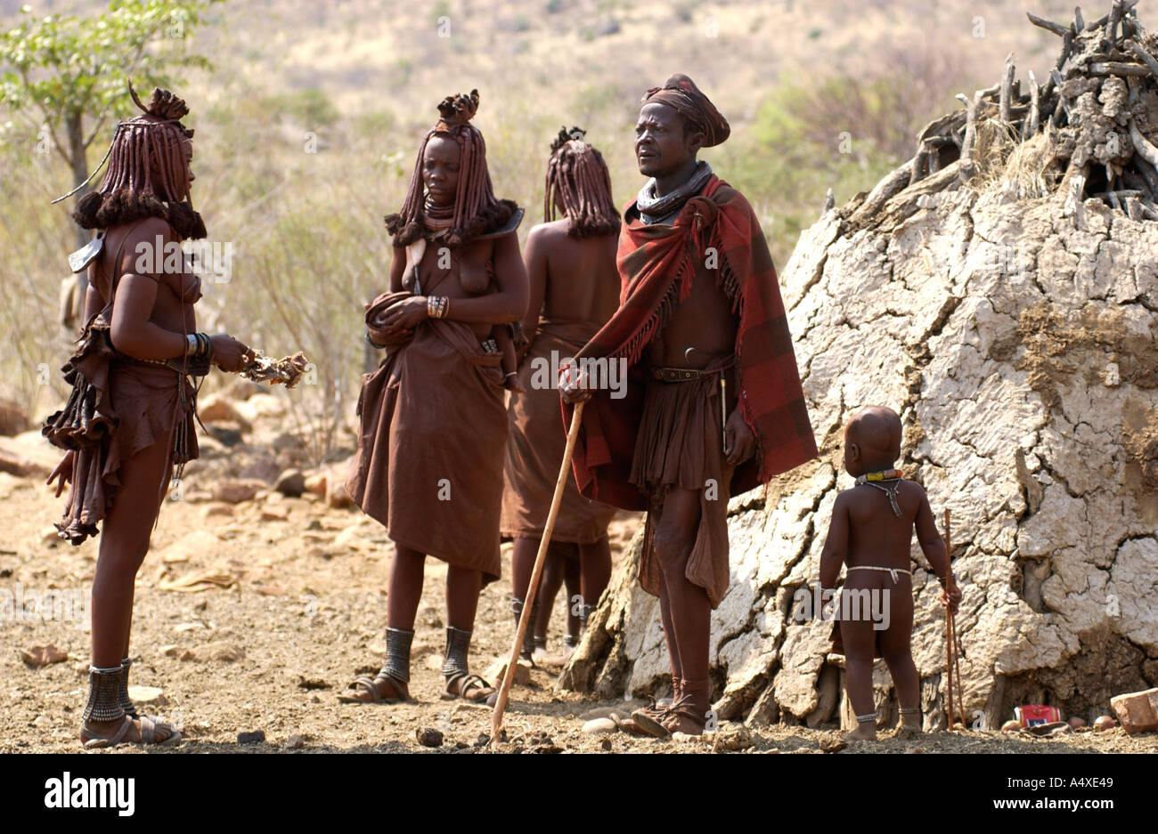 Himba chief with family - Stock Image