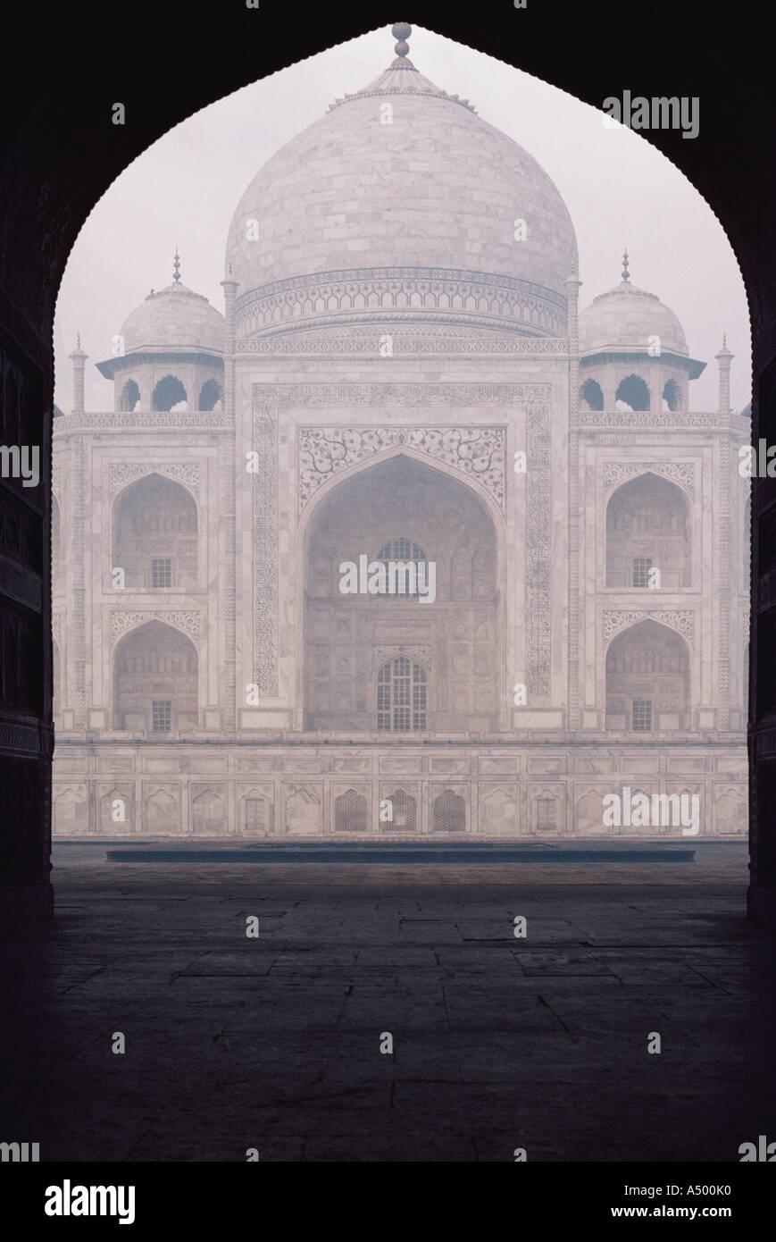 Taj Mahal seen through arch - Stock Image
