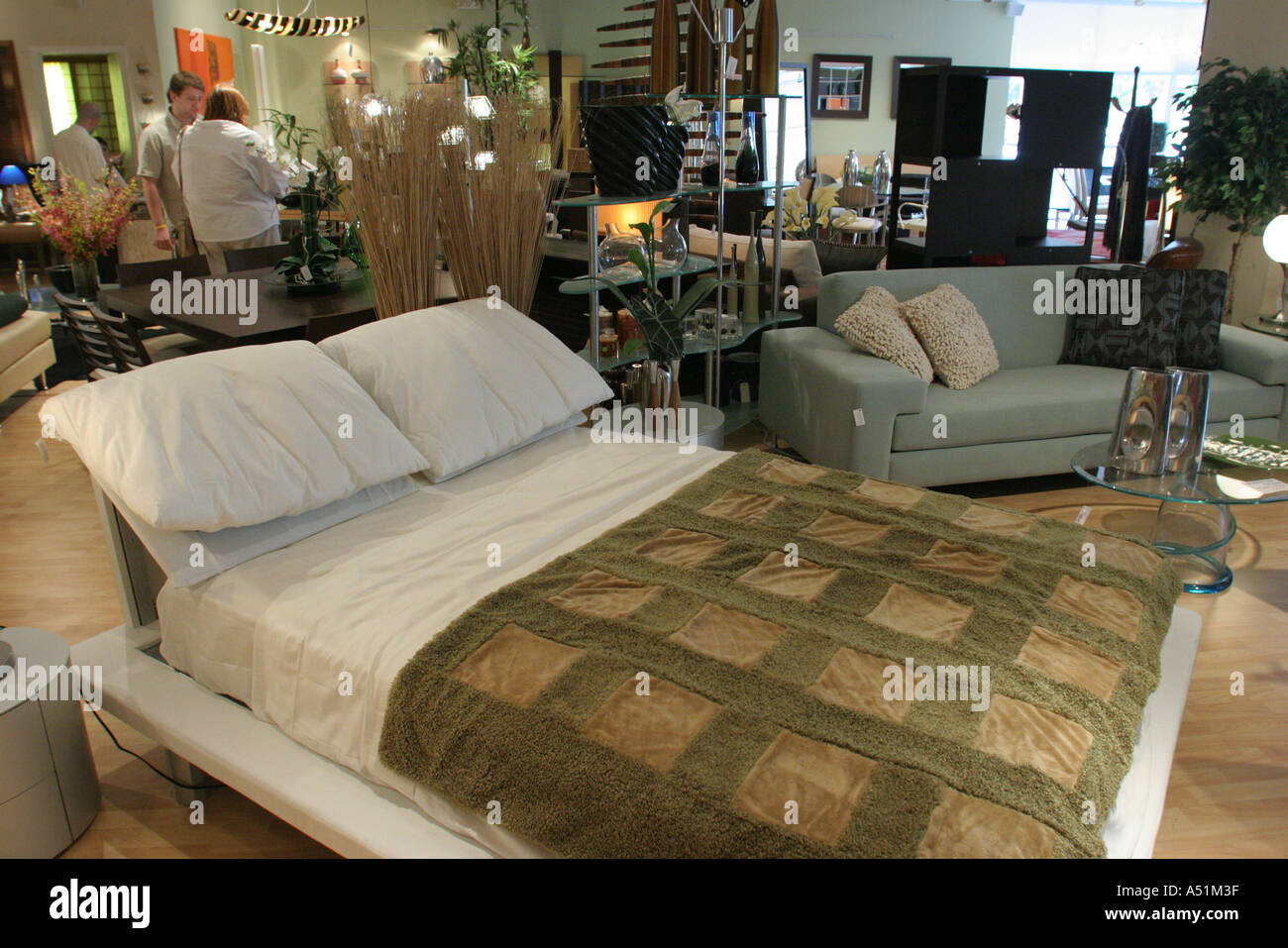 Charmant Miami Florida South Dixie Highway Furniture Store Show Room Italian Made  Platform Bed