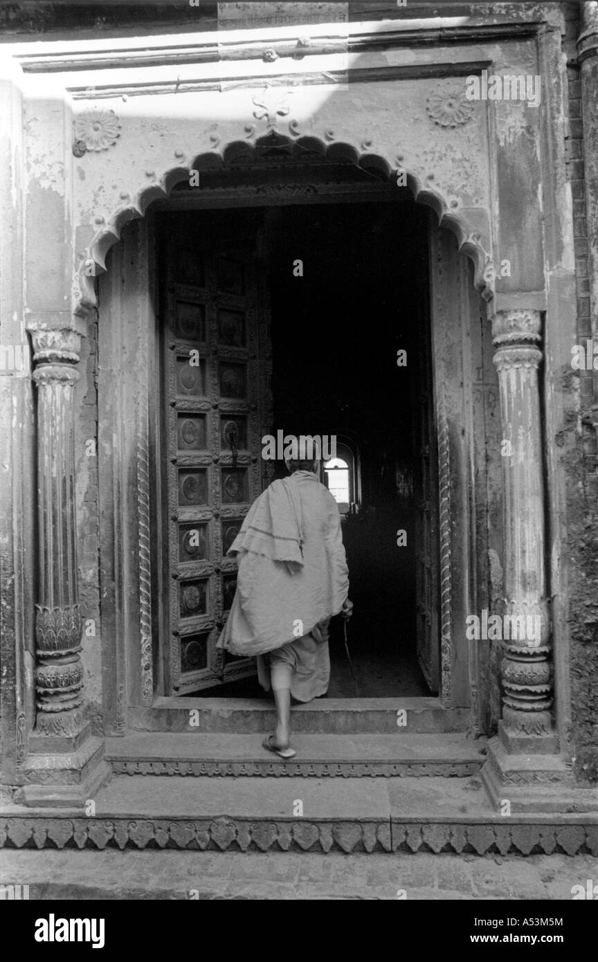 Painet ha1369 178 black and white landscape doorway benares india country developing nation economically developed - Stock Image
