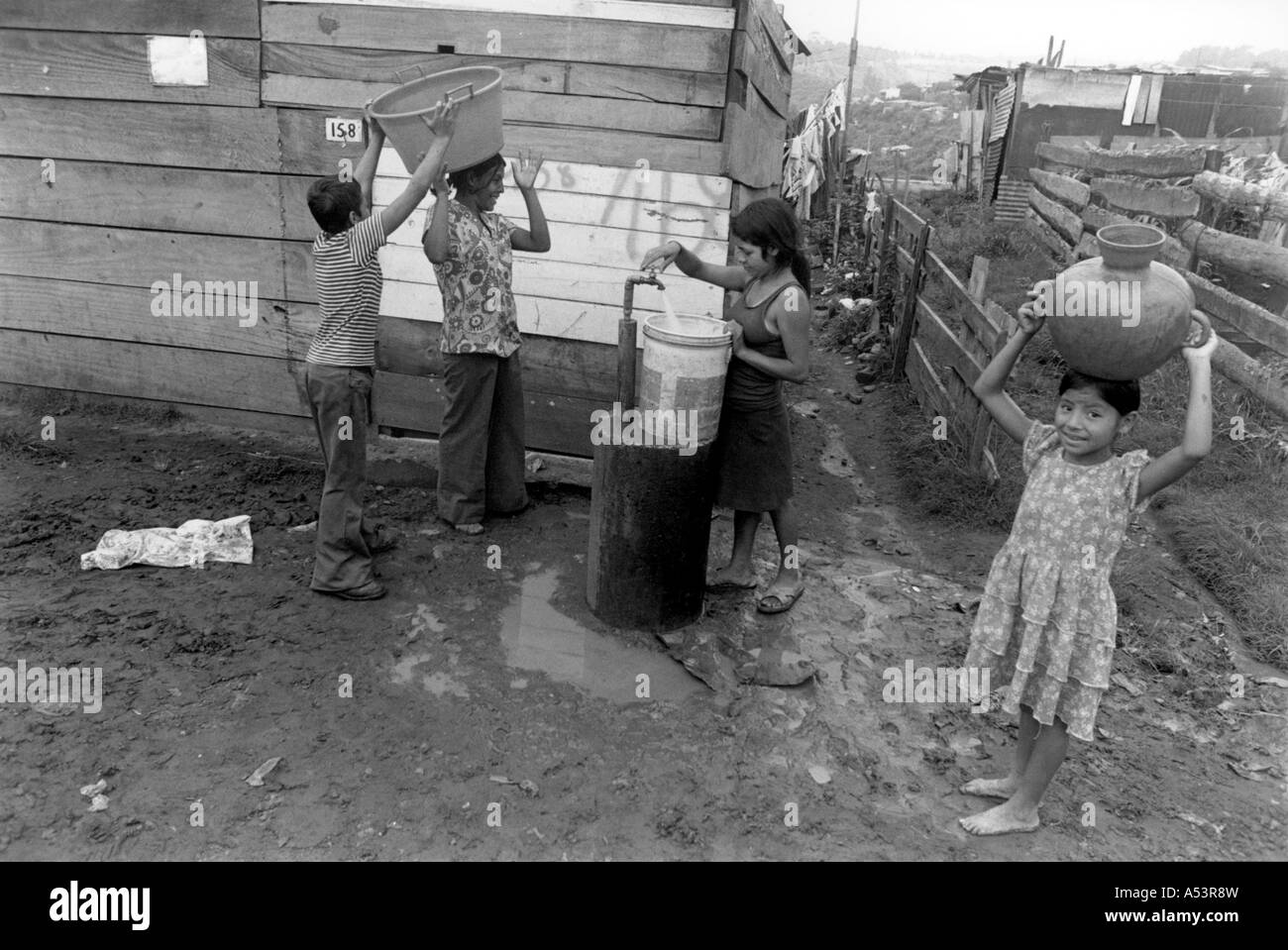 Painet ha1822 360 black and white water collecting faucet children slum guatemala city country developing nation - Stock Image