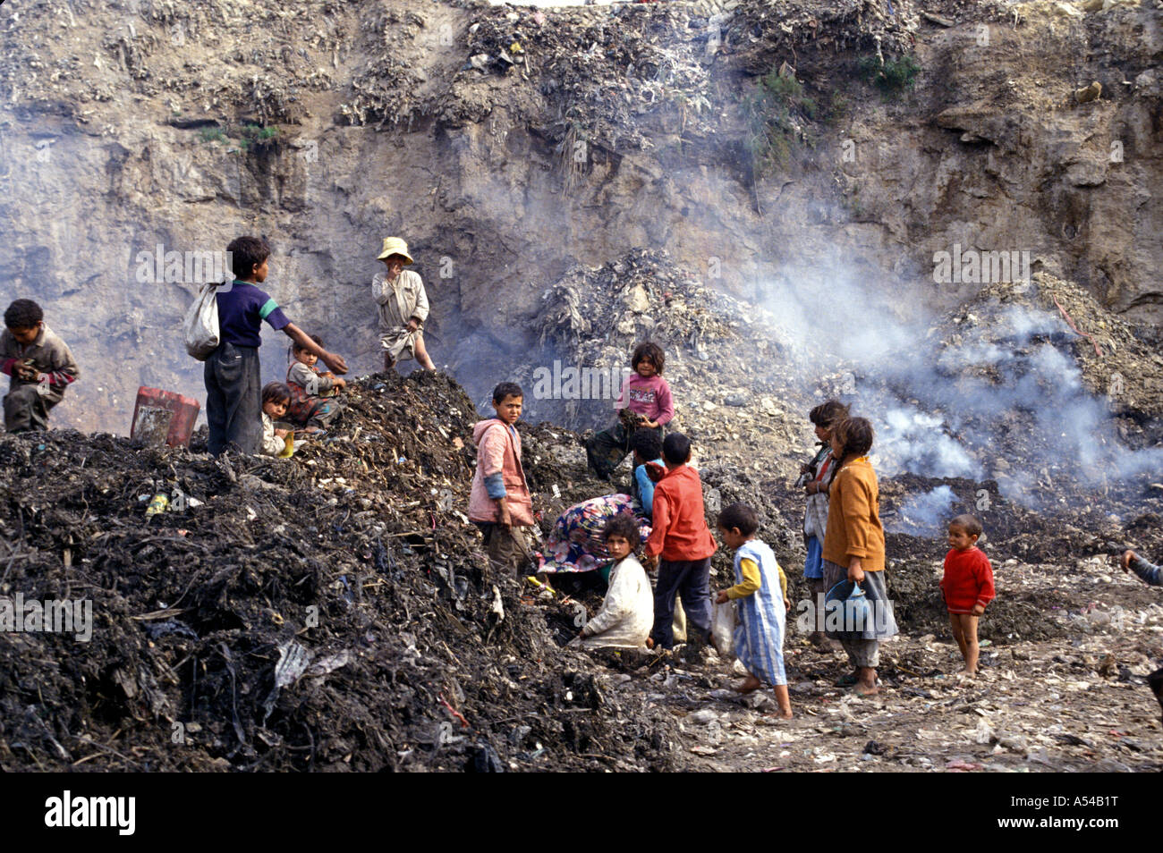 Painet hn1800 3952 egypt children playing om garbage dump mokattam district coptic zebellin collectors cairo country - Stock Image
