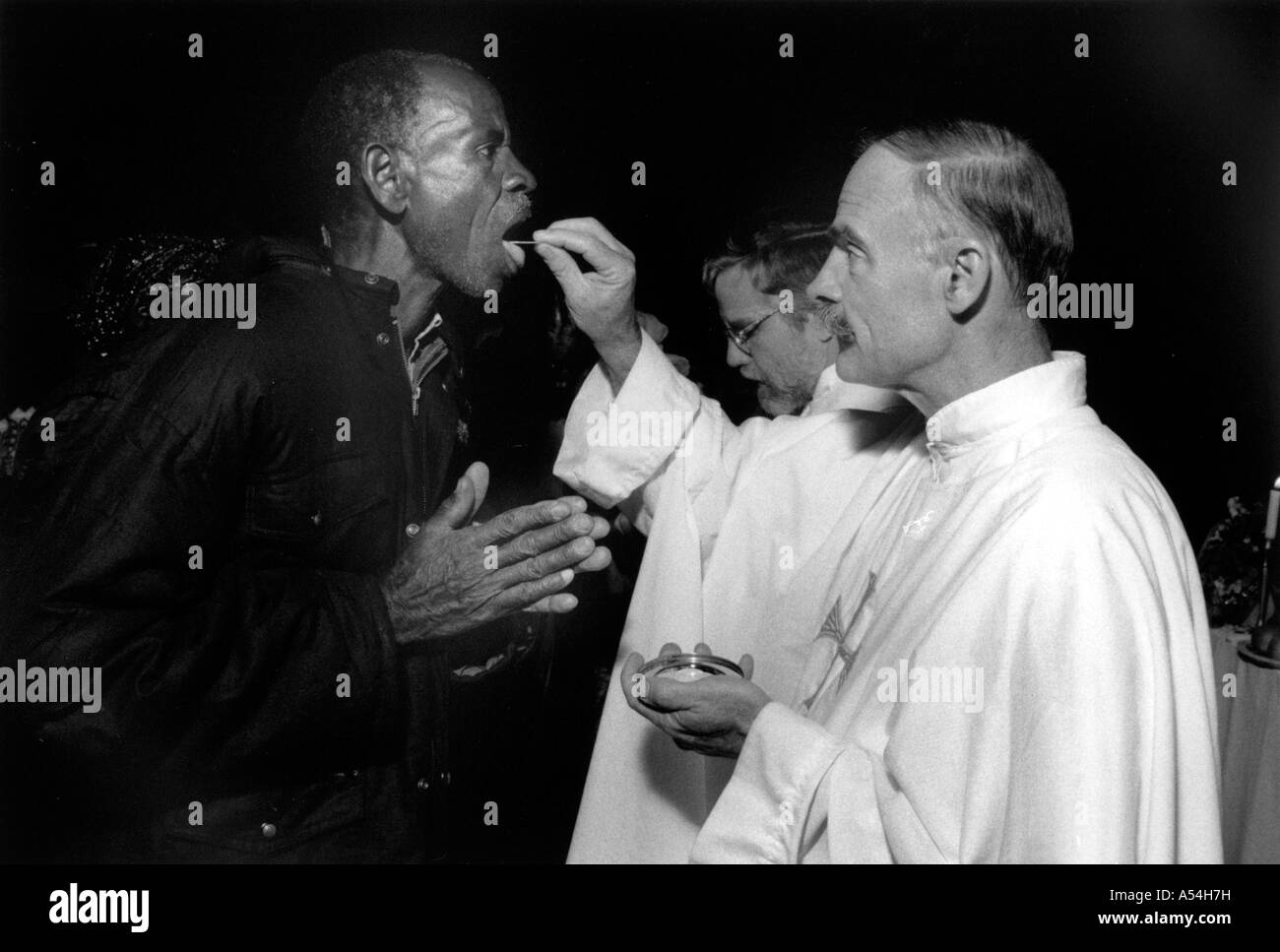 Painet hq1503 black and white religion american maryknoll priest giving bucharist issenye tanzania images bw country - Stock Image