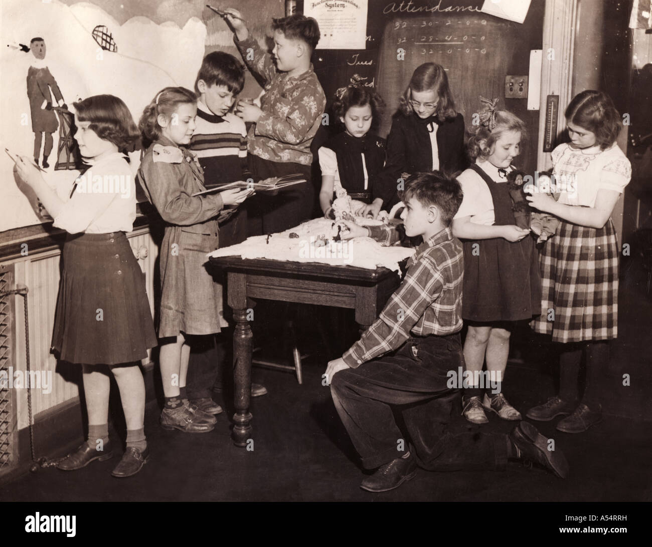 Circa 1940s photo of arts and crafts projects - Stock Image
