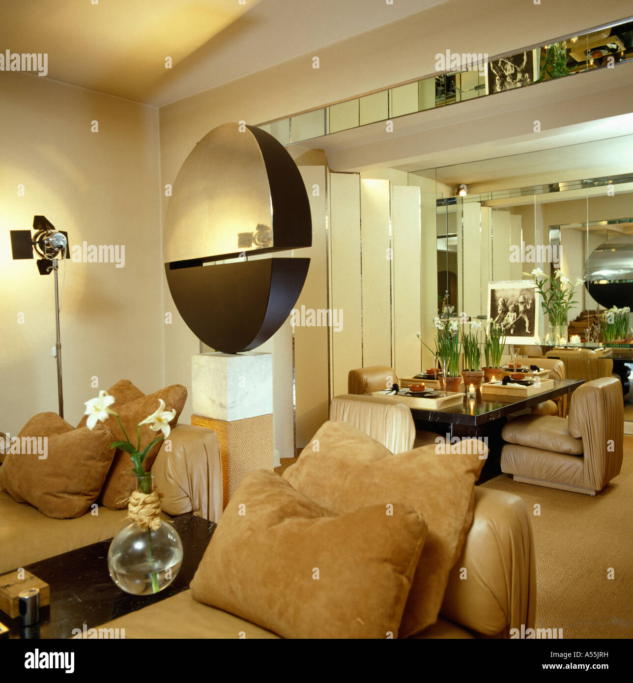 Modern Mirrored Walls In Living Rooms Image Collection - The Wall ...