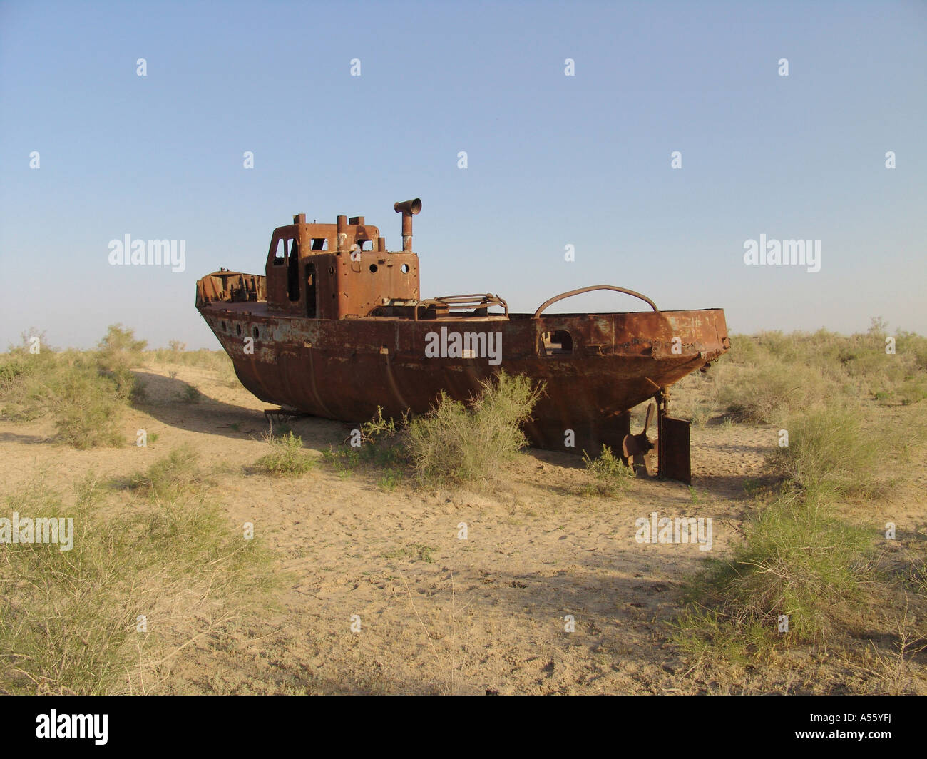 Painet iw2418 central asia disaster environment soviet union images islam moslem silk road uzbekistan beached fishing - Stock Image
