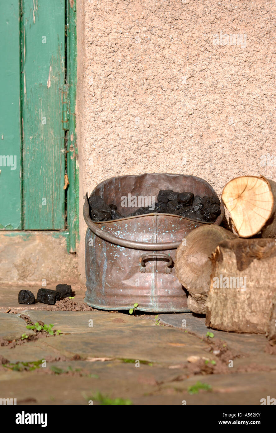A COAL SCUTTLE BY A BACK DOOR UK & A COAL SCUTTLE BY A BACK DOOR UK Stock Photo: 11208974 - Alamy