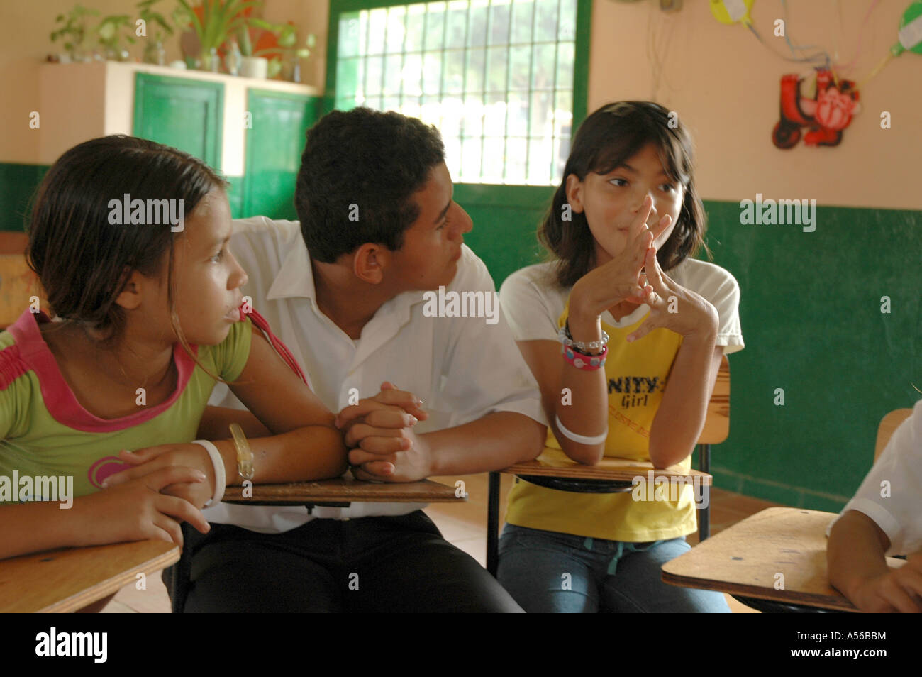 Painet iy8251 students colombia extracurricular seminar middle school paz barrancabermeja children kids discuss - Stock Image