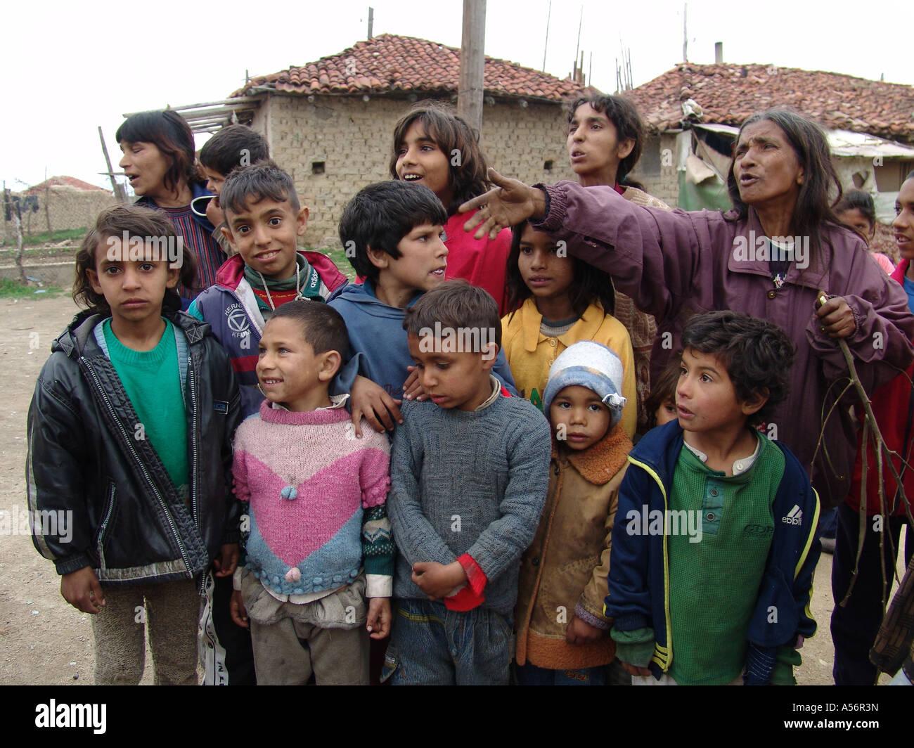 Painet ja0750 children kids man male bulgaria romas for Man arreda ragazzi roma