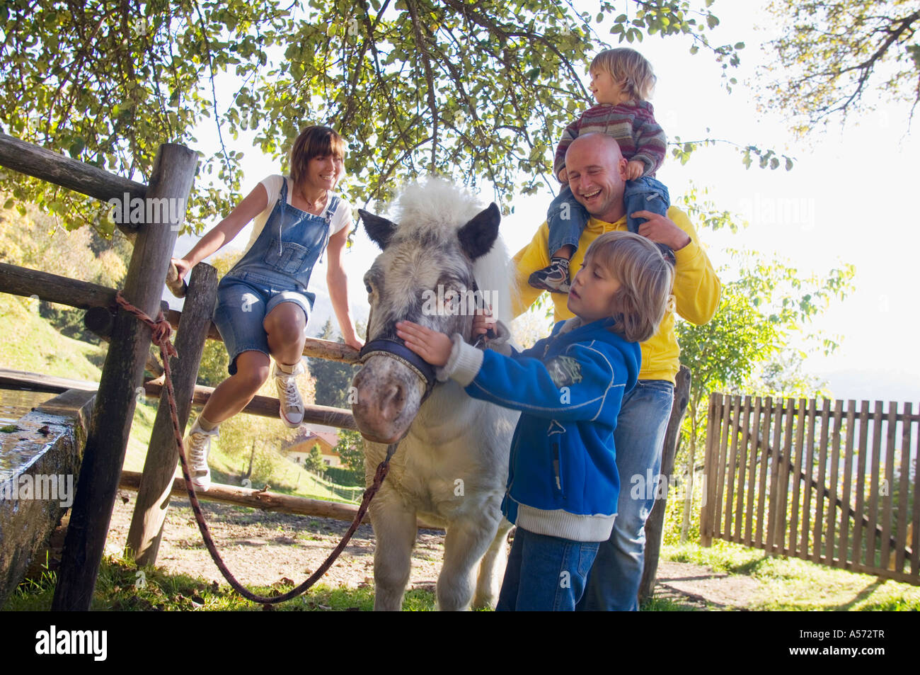 Family with pony by fountain - Stock Image