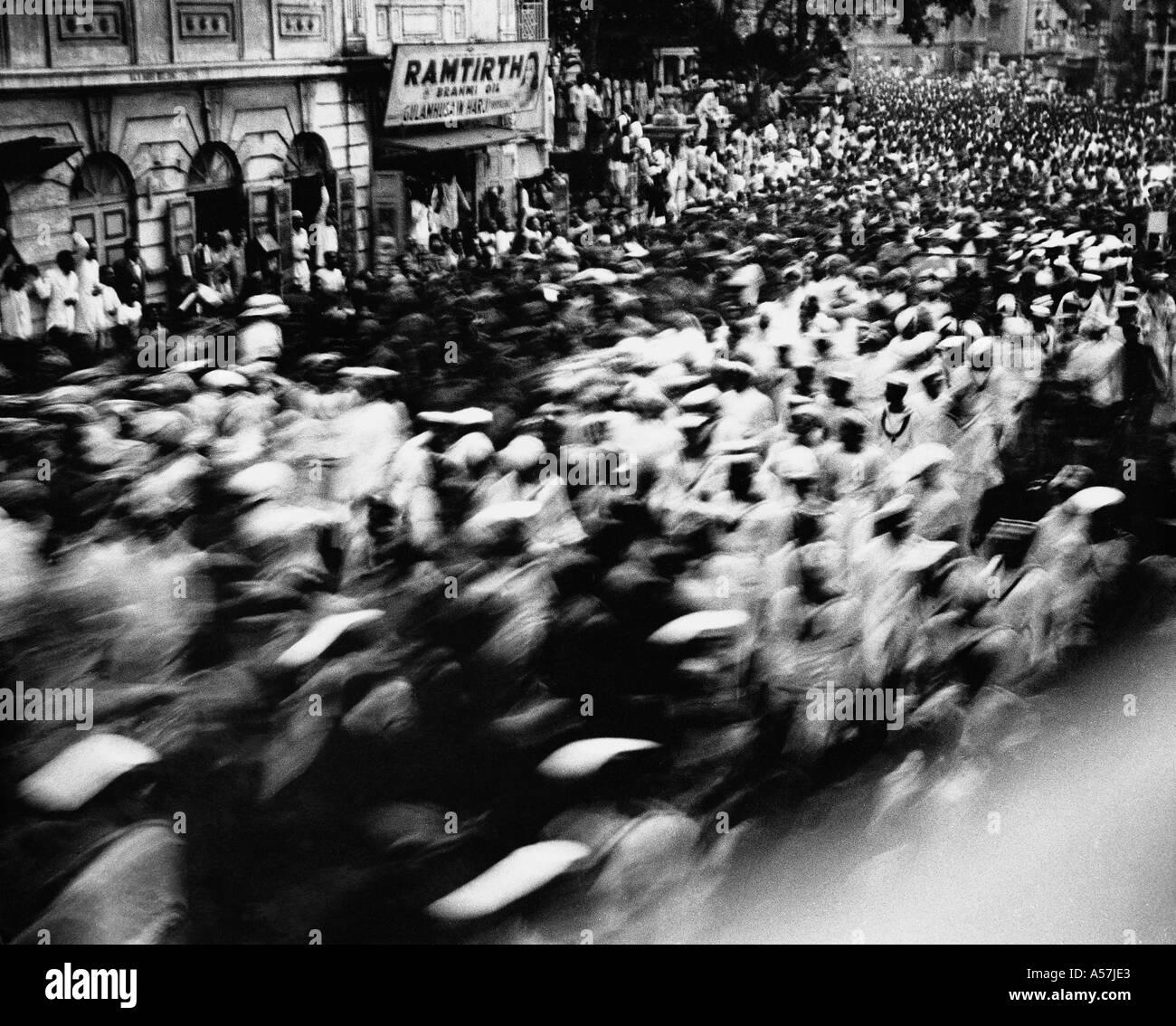 Sardar Vallabhbhai Patel funeral procession crowd at last journey Bombay Mumbai Maharashtra India 15 December 1950 - Stock Image
