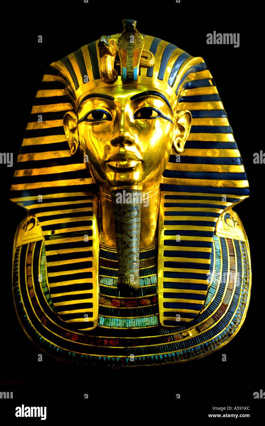 TUTANKHAMENS The golden funerary Tutankhamen Toetanchamon Gold mask of Tutankhamun  The golden funerary Egyptian Museum Cairo - Stock Image