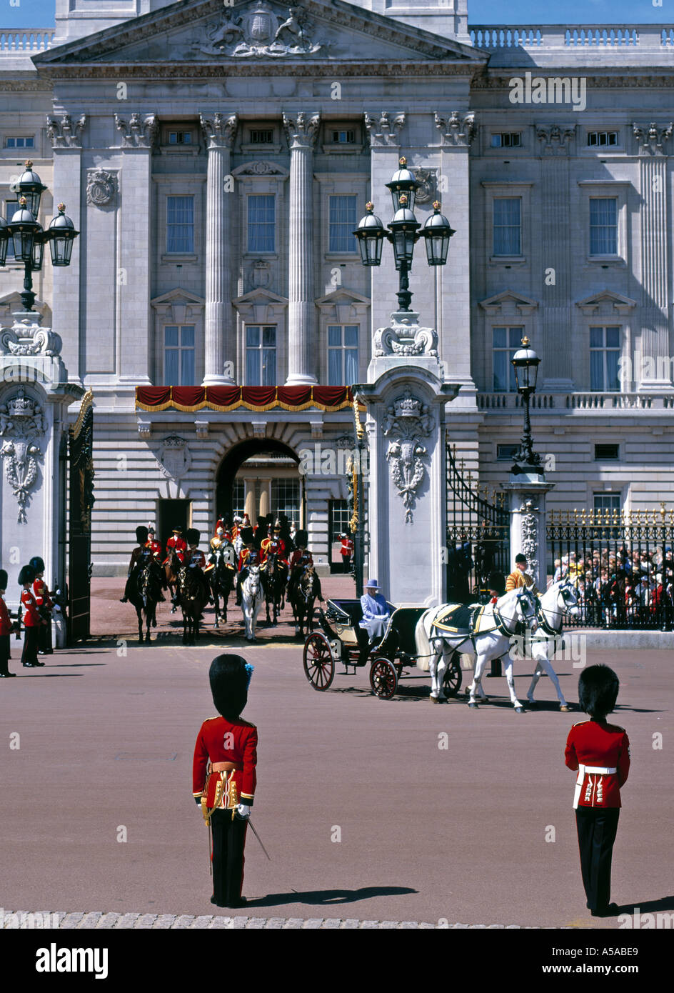 Queen leaving Buckingham Palace, London, England - Stock Image
