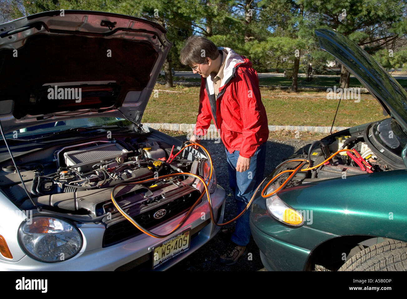 How To Start A Car With A Dead Battery >> Using Jumper Cables To Start A Car W A Dead Battery Stock