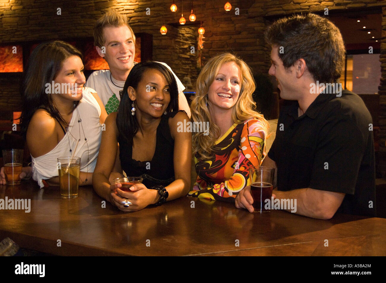 Friends Alamy - Photo At Stock Socializing The 11258491 Five Party Of Pub