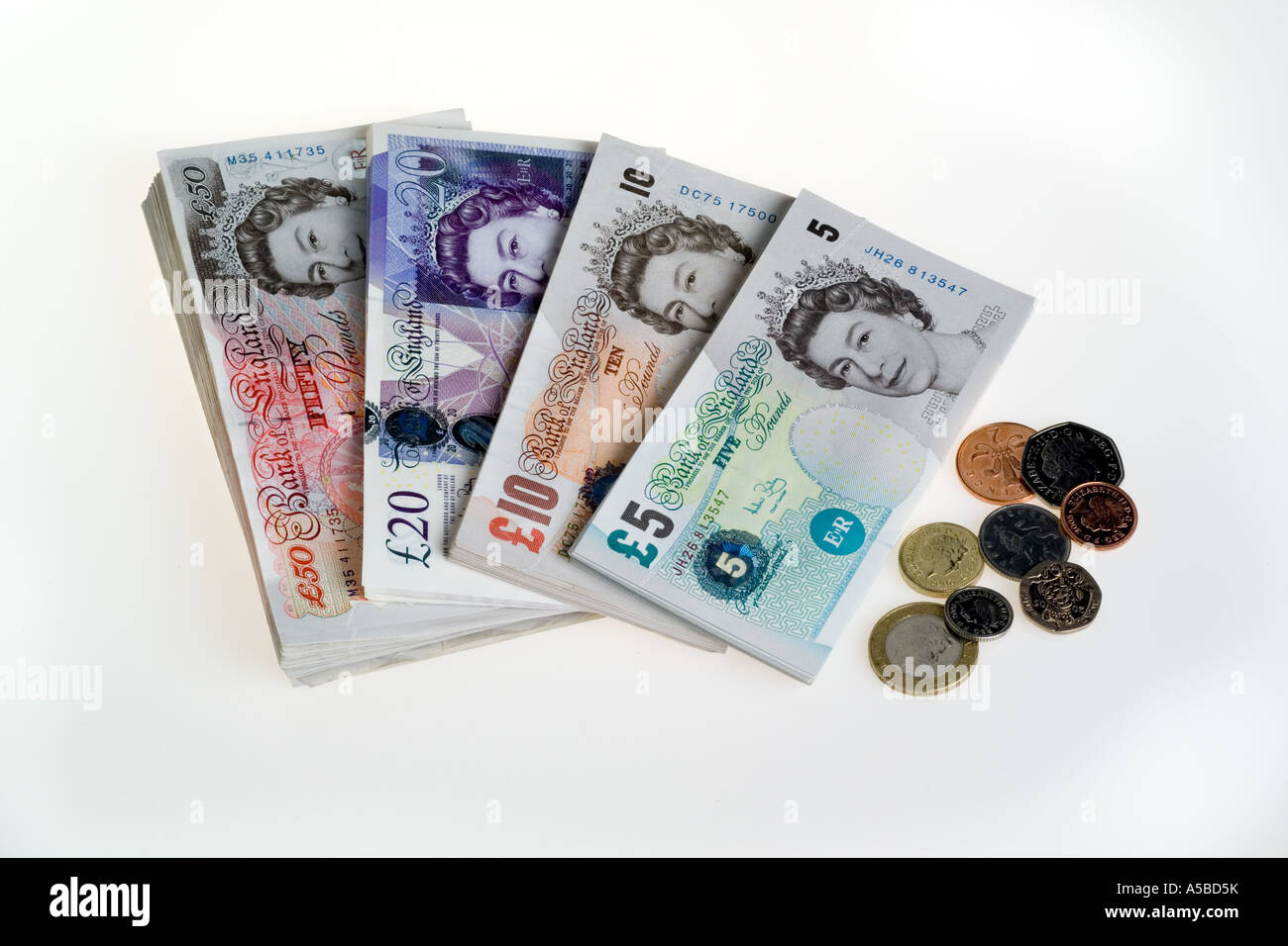 Hoekbank Twenty 5.All British Bank Notes 5 10 20 50 And Uk Coins Stock