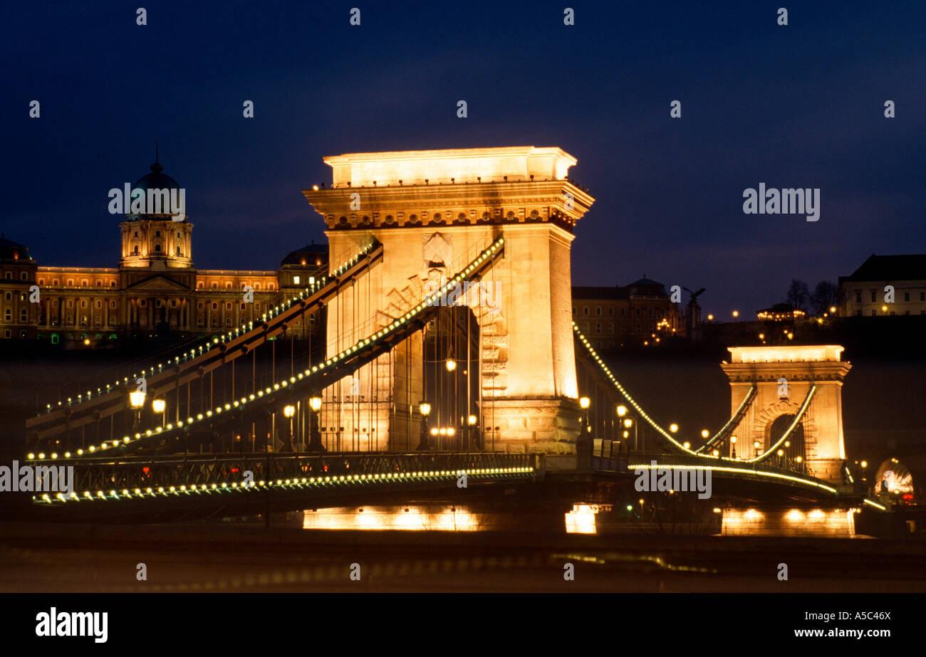 Budapest, Kettenbrücke, Nachtansicht - Stock Image