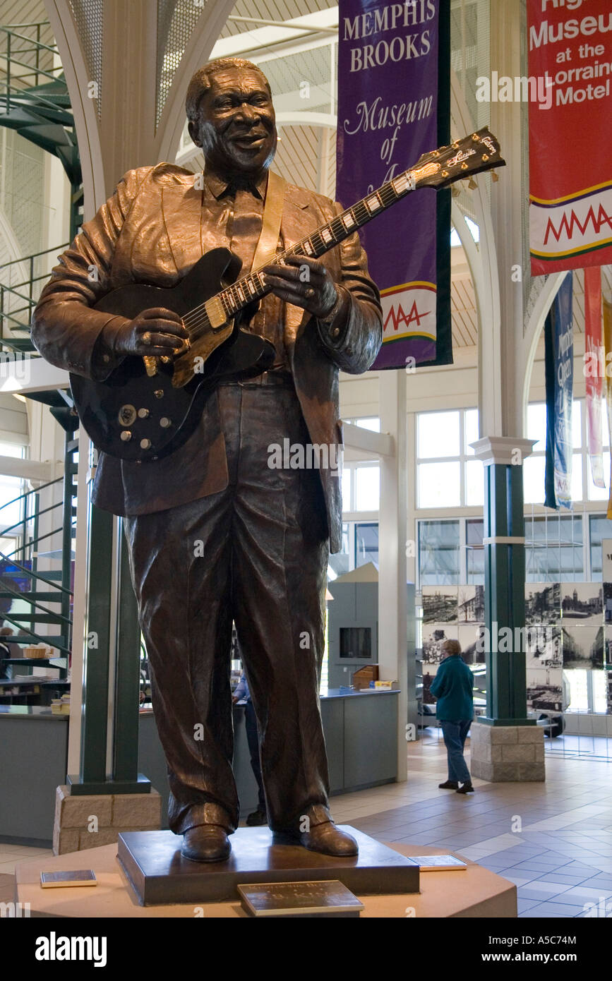 Memphis Tennessee TN USA Statue of B B King playing guitar at the welcome centre Stock Photo